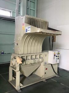 樹脂粉砕機の騒音対策